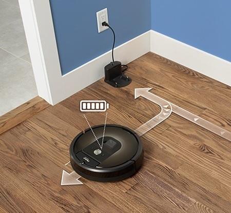 iRobot Roomba 980 läd auf und fährt dann weiter